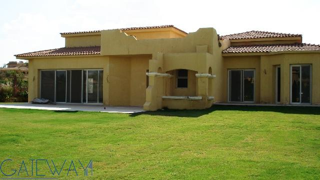 Four Season Finishing  Villa for Sale in Wadi El Nakheel with Private Garden