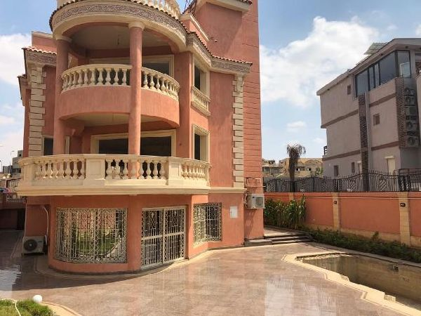 Unfurnished Villa for Sale in Marina City Compound