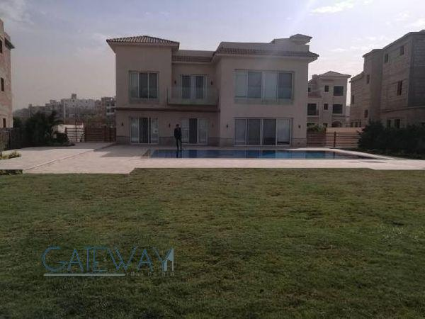 Semi-Furnished Villa for Rent in Katameya Dunes with Private Garden